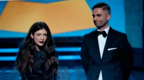 Queen Bee Sting: Grammy audience told to read more