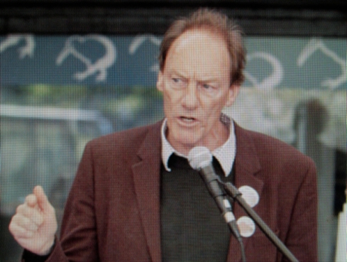 Bothering the Oligarchy: John Minto's forthrightness in social justice issues is an affront to New Zealand ruling class' values. (This NZ Herald picture is not from the candlelight vigil).